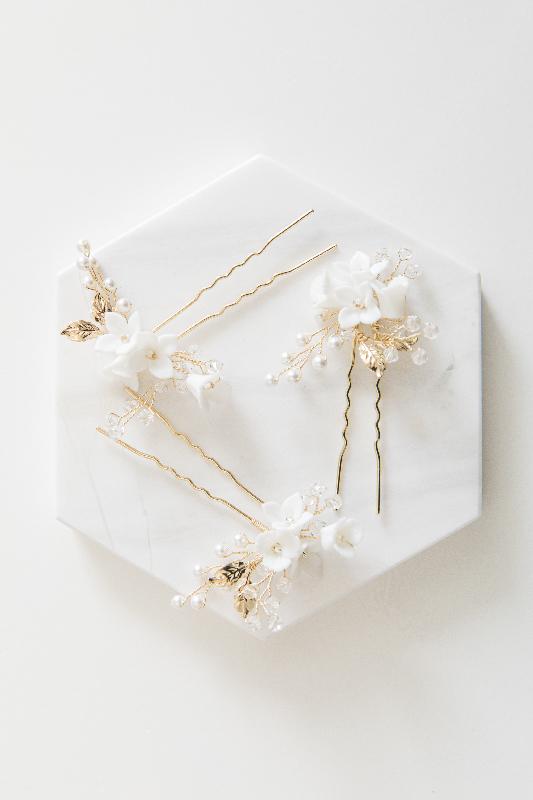 Bridal Accessories & Jewelry - White Satin Bridal Boutique Ottawa - Designer & Luxury Wedding Gown - Off the rack & custom order - Bridal Seamstress